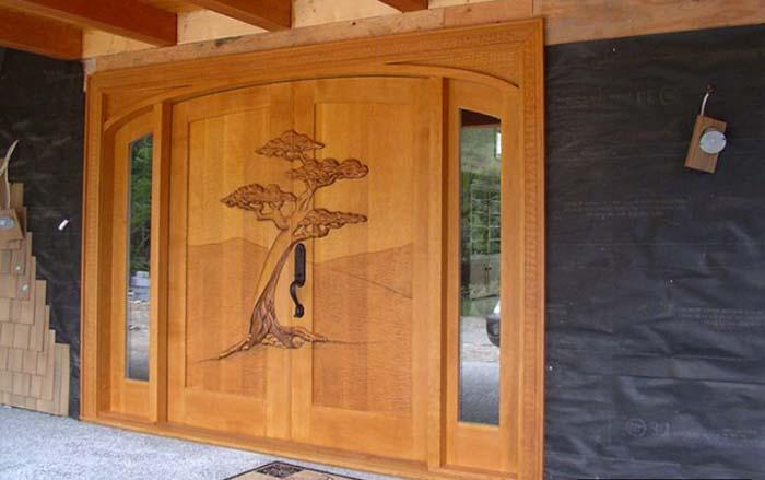 Деревянные резные двери – лучший выбор для входной двери