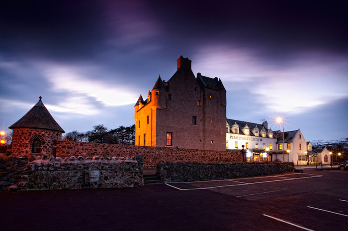Замок Баллигалли – графство Антрим, Северная Ирландия