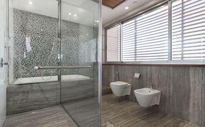 Стеклянная душевая и ванна