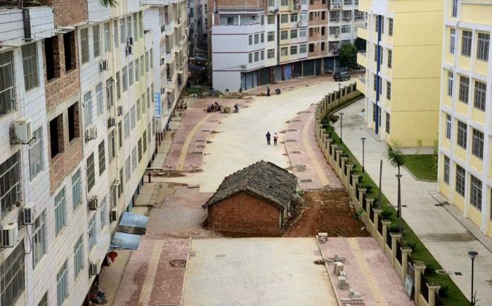 10 удивительных домов-гвоздей, нарушивших все планы застройщиков