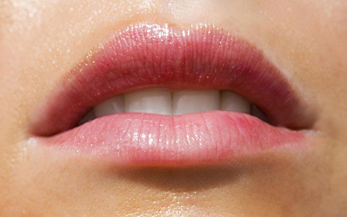 Влажные губы