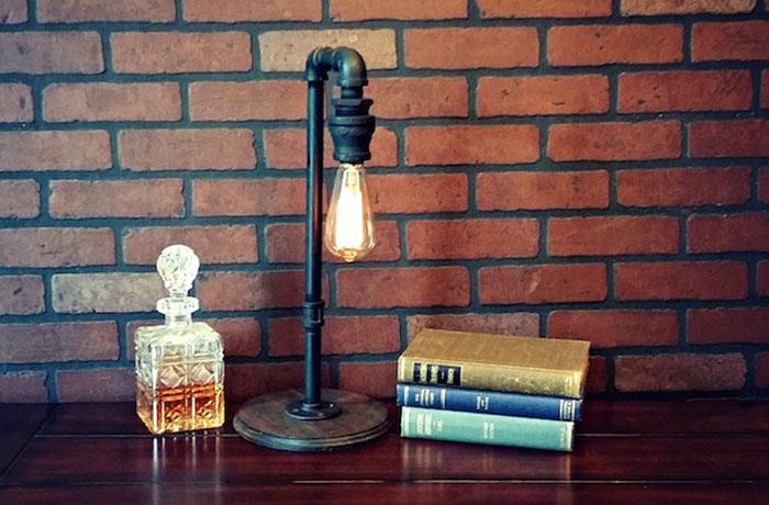 Настольная лампа в индустриальном стиле от  Illuminology