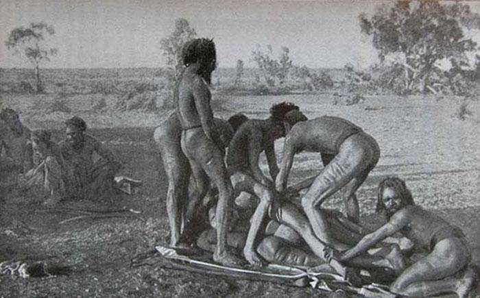 Обряд обрезания в племени мардуджара