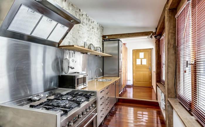 Интерьер кухни в, как мы с вами постоянно говорим, парижской квартере от meero