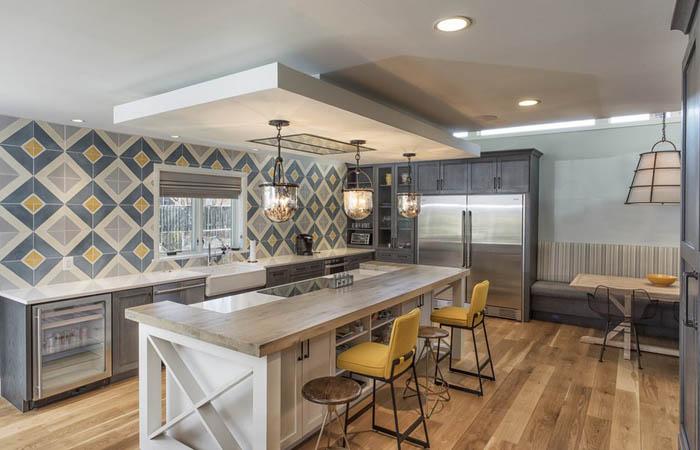 Интерьер кухни в фермерском стиле от Sagatov Design-Build