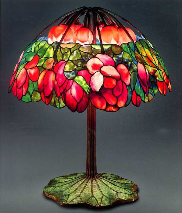 Настольная лампа «Розовый лотос» от  Tiffany