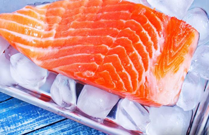Великобритания – закон, запрещающий брать лосося подозрительно
