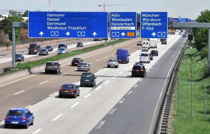 Германия – закон, запрещающий разливать бензин на автобанах