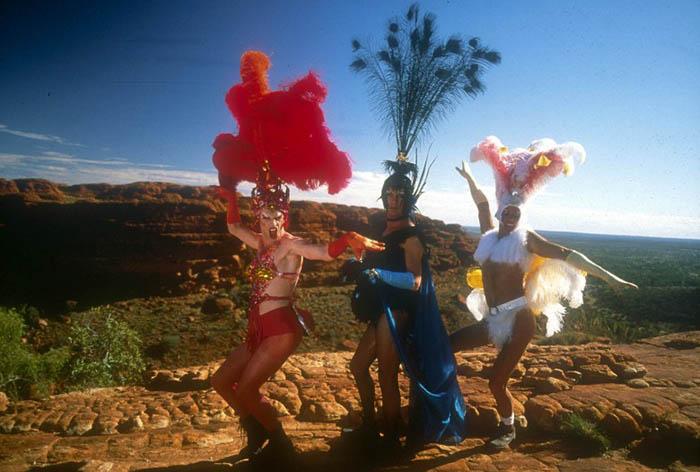 Австралия – закон, запрещающий ходить в платьях без бретелек