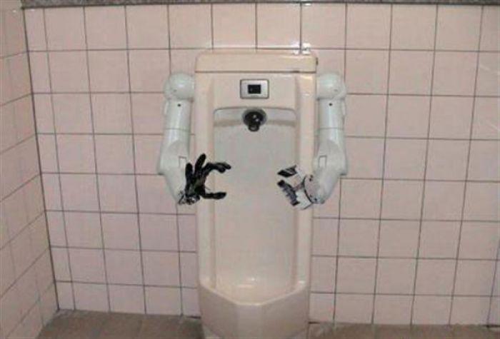 Робот, который поможет мужчине сходить в туалет по маленькому