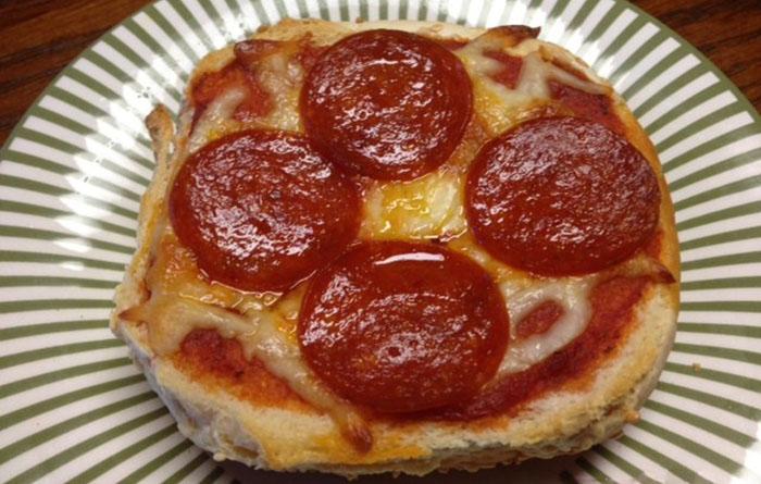 Мини пицца в булочке