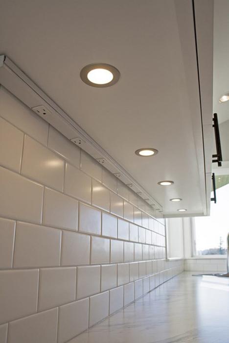 Светильники под настенными шкафчиками