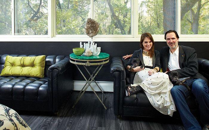 Пристенный столик с малахитовой столешницей