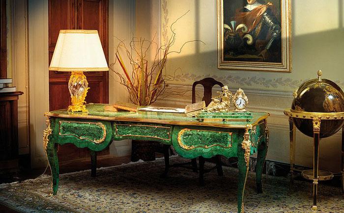 Малахитовый стол для домашнего офиса