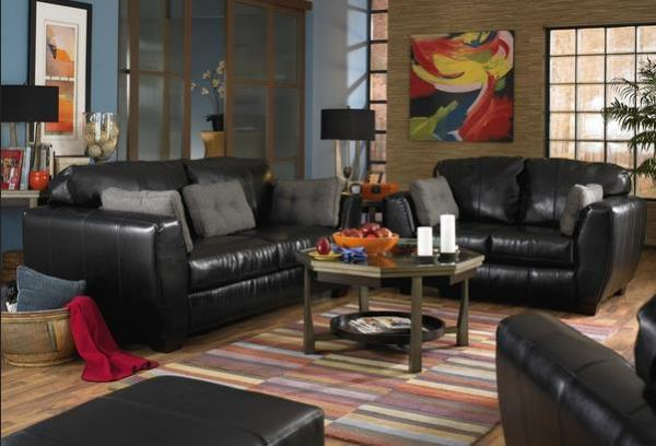 Чёрная кожаная мебель в мужской гостиной