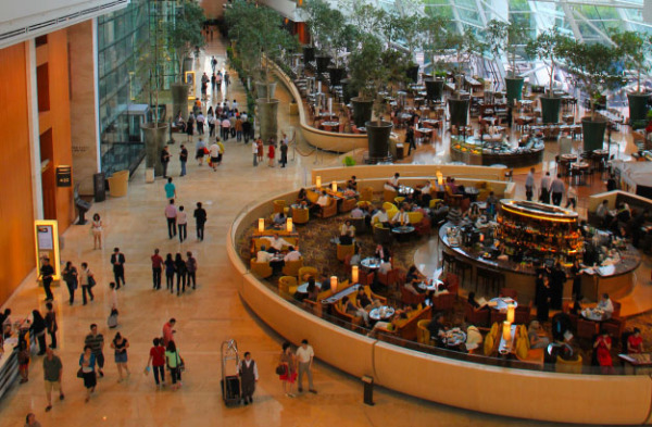 Marina Bay Sands: стойка регистрации и фойе