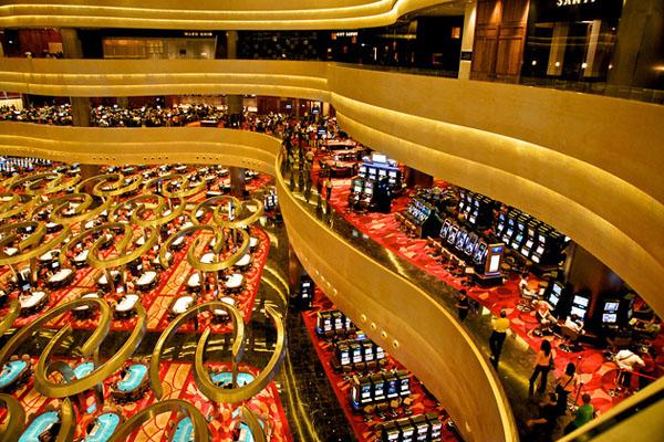 Marina Bay Sands: игровый столы и автоматы