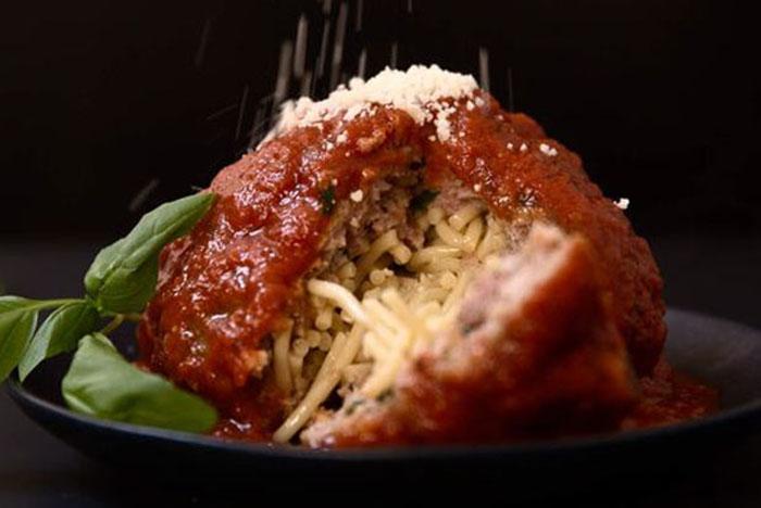 Фрикадельки, фаршированные спагетти