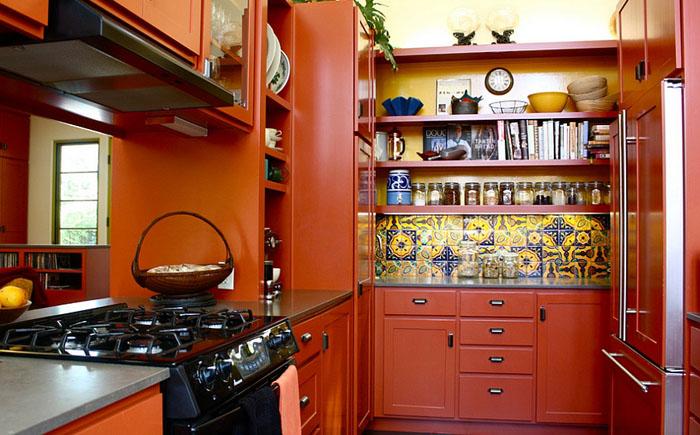 Маленькая кухня в средиземноморском стиле от Shannon Malone
