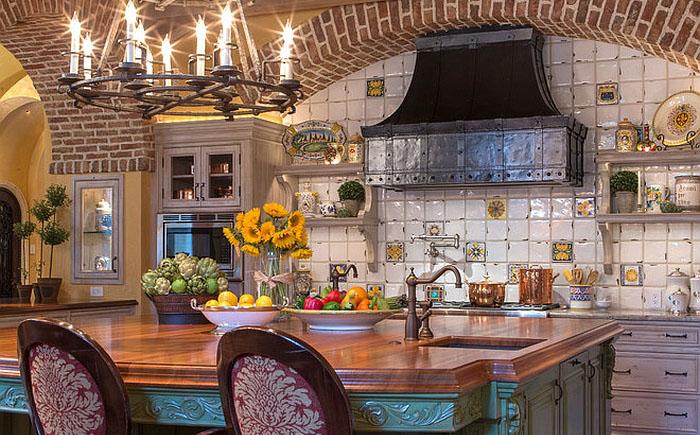 Интерьер кухни в средиземноморском стиле от Herscoe Hajjar Architects