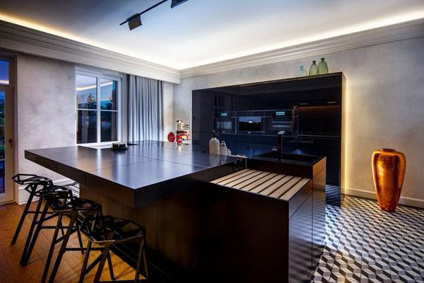 Кухня в чёрных тонах
