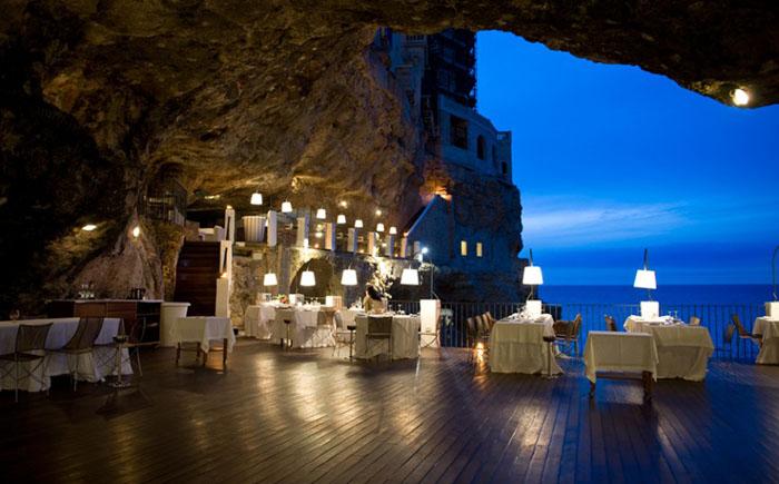 Ресторан Grotta Palazzese, Полиньяно-а-Маре, Италия