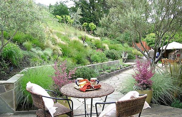 Природа отлично вписывается в современный садовый ландшафт