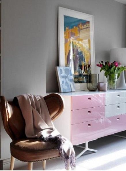 Кожаный стул в винтажном стиле