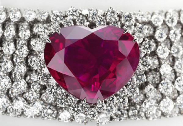 Бриллиантовое ожерелье с рубином Heart of the Kingdom