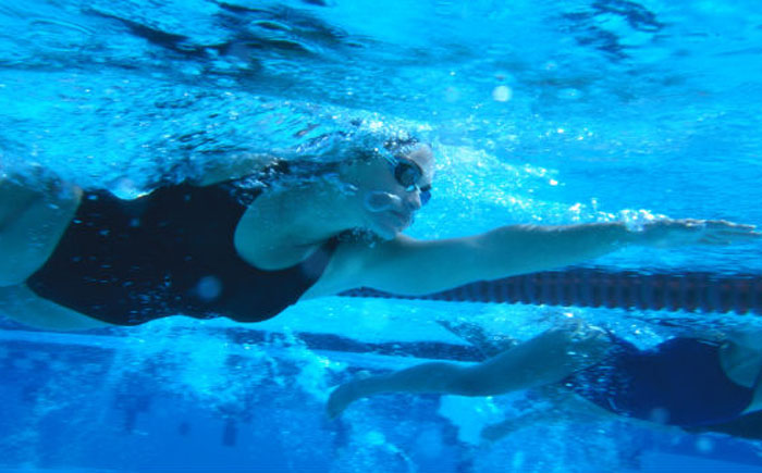 Резиновый костюм для плавания