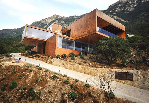 Оригинальный дом из пигментированного бетона