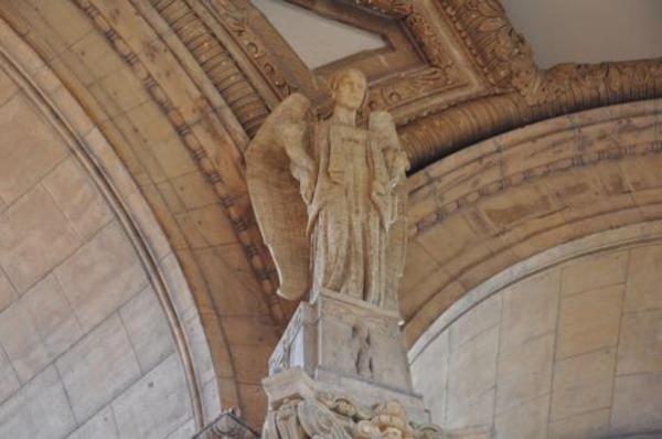 Скульптурная резьба колоннады