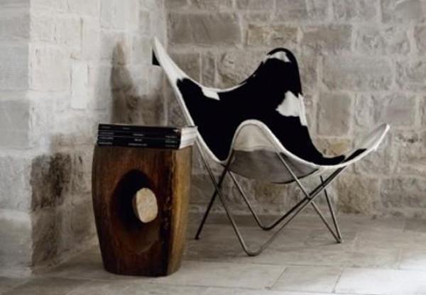 Чёрно-белое кресло а-ля шкура животного и оригинальный журнальный столик