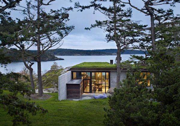 Дом отлично вписался  в ландшафт