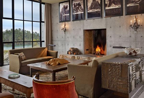 Зона гостиной с камином