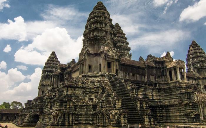 Храм Ангкор («Лара Крофт – расхитительница гробниц»)