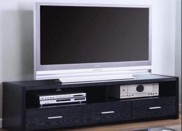 Классические тумбы для телевизора никогда не выходят из моды