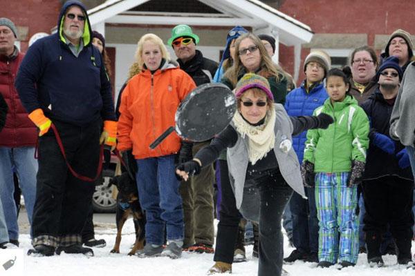 Зимний фестиваль на озере Саранак (Нью-Йорк)