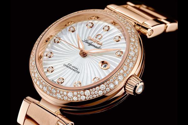 Биколорные швейцарские часы Ladymatic от Omega