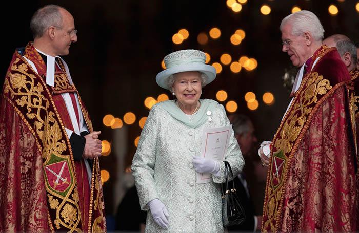 Королева и церковь