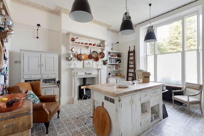 Интерьер кухни в стиле потёртый шик