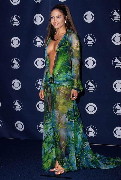 Дженнифер Лопес и ее платье от Versace на церемонии Grammy Awards