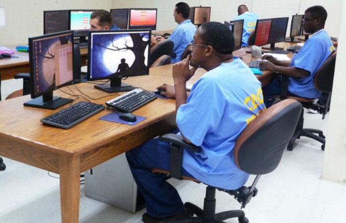 Обучение компьютерной грамотности в тюрьме Сан-Квентин