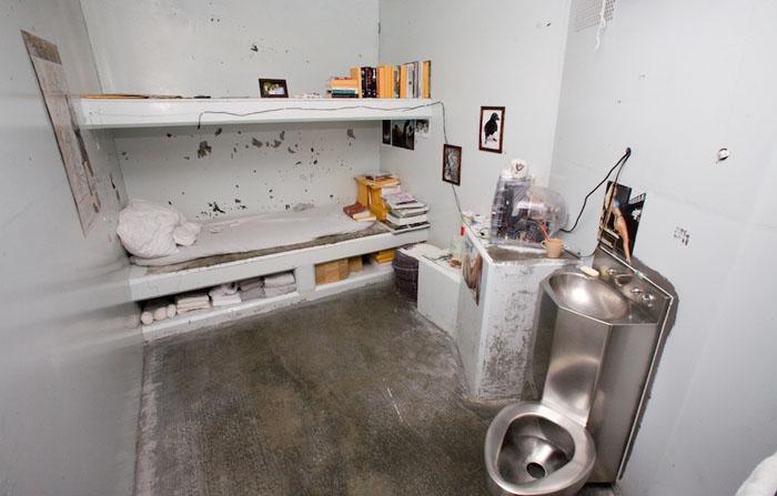 Одиночная камера в тюрьме Пеликан Бэй