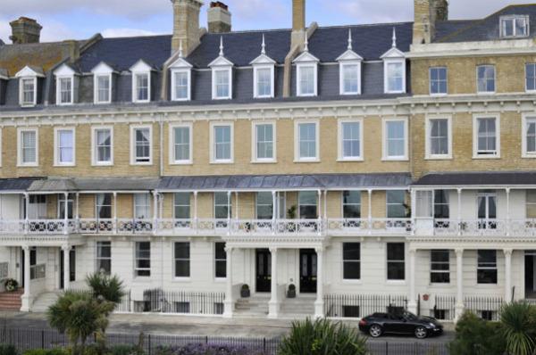 Как заброшенный отель превратить в элегантное жильё с видом на море