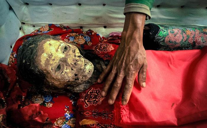 Жизнь рядом с мертвым – Индонезия