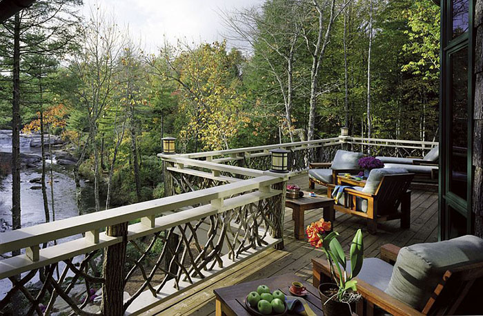 терраса с видом на горную реку