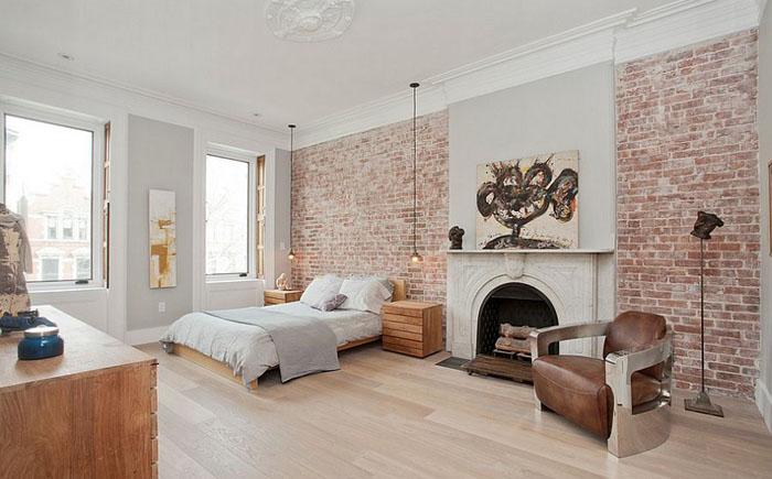 Кирпичная акцентаная стена в спальне от Jensen C. Vasil Architect