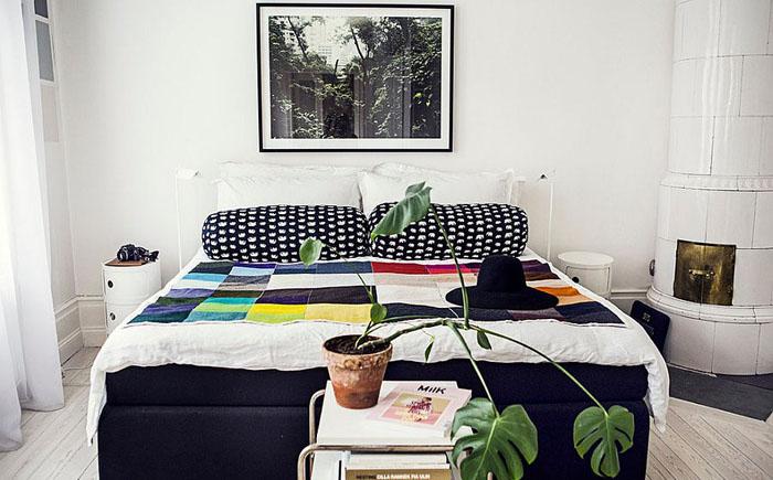 Разноцветная кровать в спальне от The Way We Play