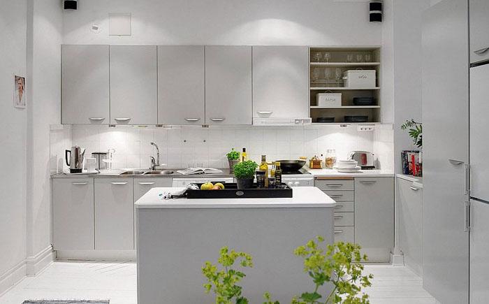 Правильное освещение кухни в белых тонах
